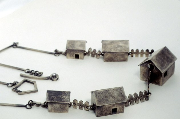 Ring-a-Ring O'Roses - Necklace, silver, patina