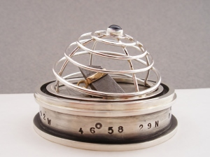 Homing Device with Meteorite - Pendant with stand and lid, silver gold, meteorite, fluorite (closed)